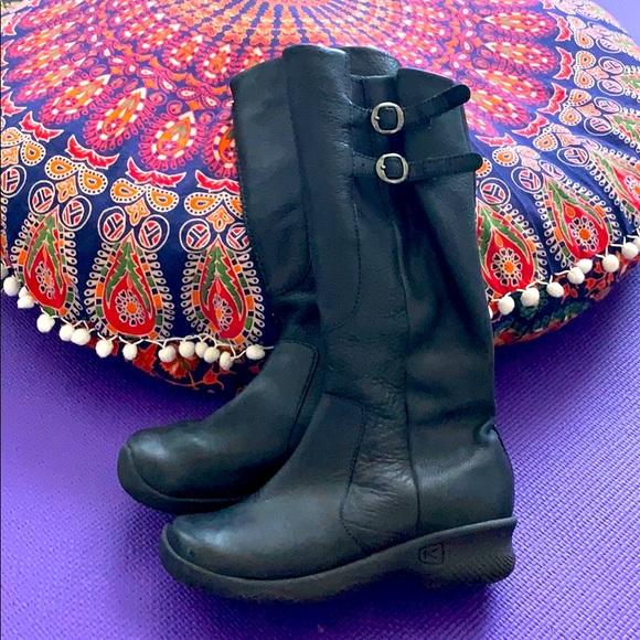 Keen tall black boots